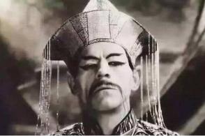 一个虚构的中国人让西方害怕近百年,至今还有人相信