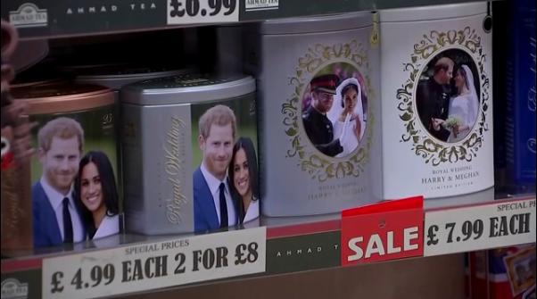 英国王室纪念品店开始清仓甩卖哈里夫妇商品:降价近半