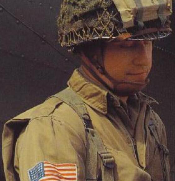 """战场上能装死吗?二战飞行员挂在教堂上装死,结果""""挂""""了75年"""