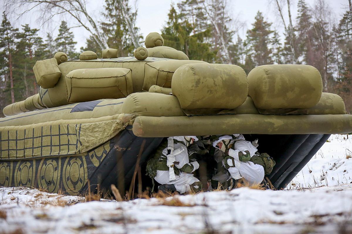 """軍用""""充氣玩具""""? 看俄軍工程兵如何""""吹""""出坦克和戰斗機"""
