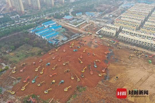 """武汉""""小汤山医院""""连夜施工,上百机械同时开挖"""