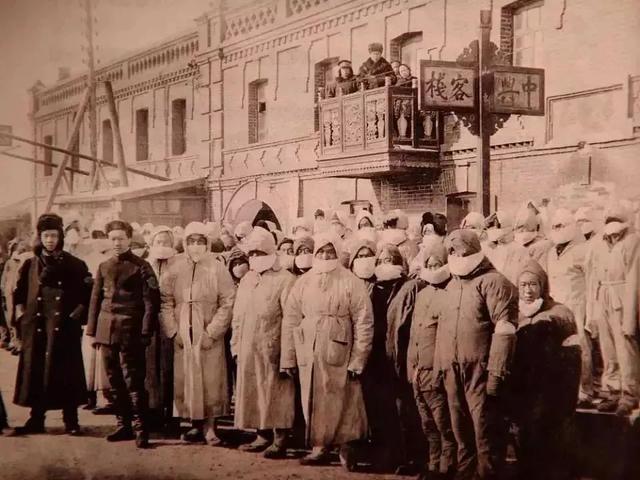 他设计了中国第一枚口罩,67天内控制了百年前的东北大鼠疫