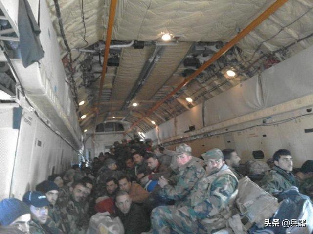 解放军赶赴武汉 坐的是