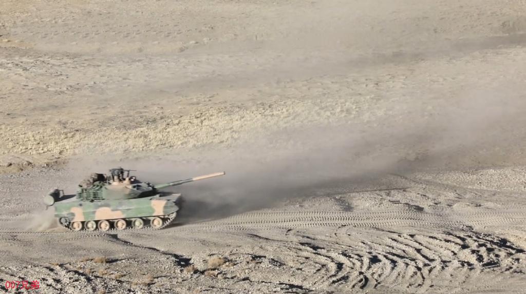 这就是高原战斗力!15式坦克在4700米海拔高山开火