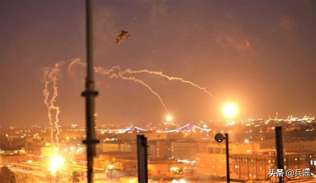 美国大使馆挨炸!5枚火箭从天而降,发出震天巨响,老美不得安宁
