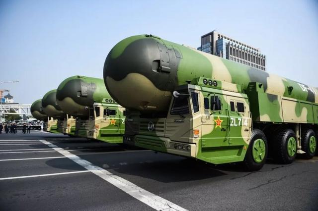 这才是真正的大国重器!中国最牛洲际导弹:仅40分钟就飞到美国
