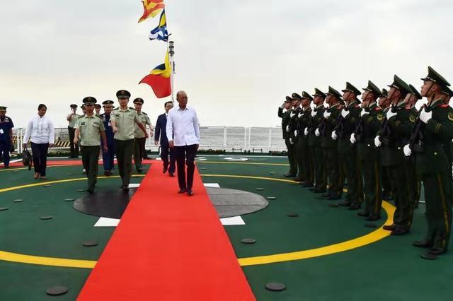关键时刻,一全国军舰抵菲律宾卸下物资 杜特尔特:感谢