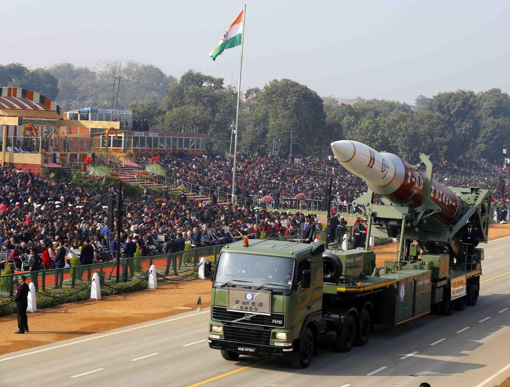 印度大阅兵亮出多款新武器 硕大反卫星拦截弹抢眼