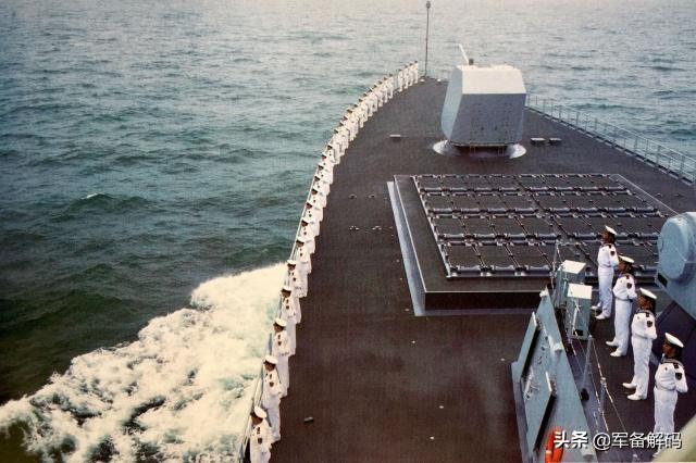 055大驱太强悍,冷热共架垂发可射10种导弹,陆海空潜任务全能