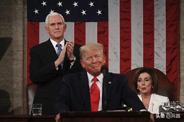 美国政坛今天上演闹剧,荒唐程度前所未见!撕讲稿拒握手丑态百出