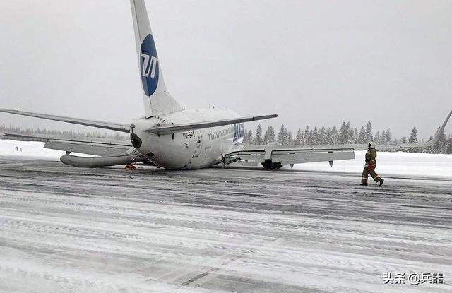 波音737又出事了,战斗民族再创奇迹:没轮子可用,我照样降落