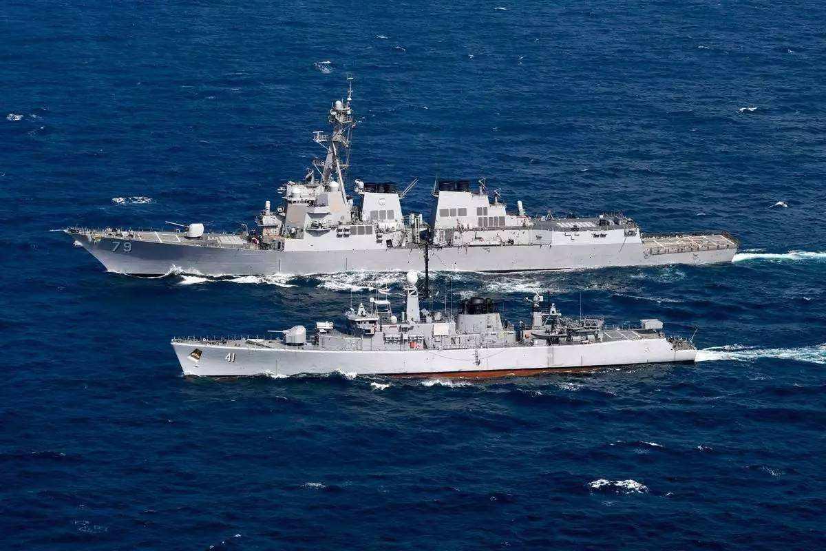 亚洲强国已忍无可忍,海面一声巨响,美军舰落荒而逃