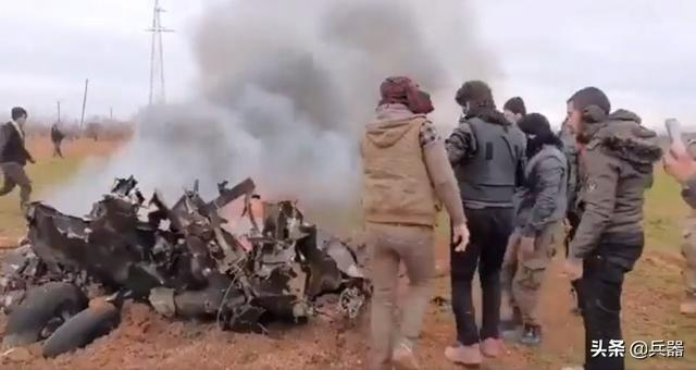 土耳其干掉叙利亚战机?基地组织曝光视频:叙战机喷着火舌坠落