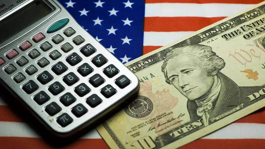 美国慌了?中俄日罕见联手,狂抛7000亿美债?