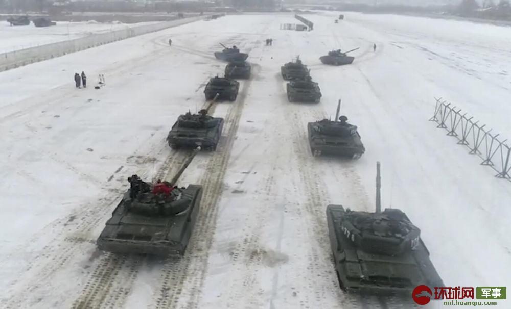 """战斗民族式浪漫:情人节俄军出动16辆坦克""""比心""""求婚"""