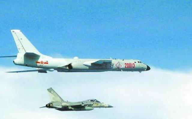 解放军连续两日绕台后,美军战机现身台海,这是来为蔡英文撑腰?