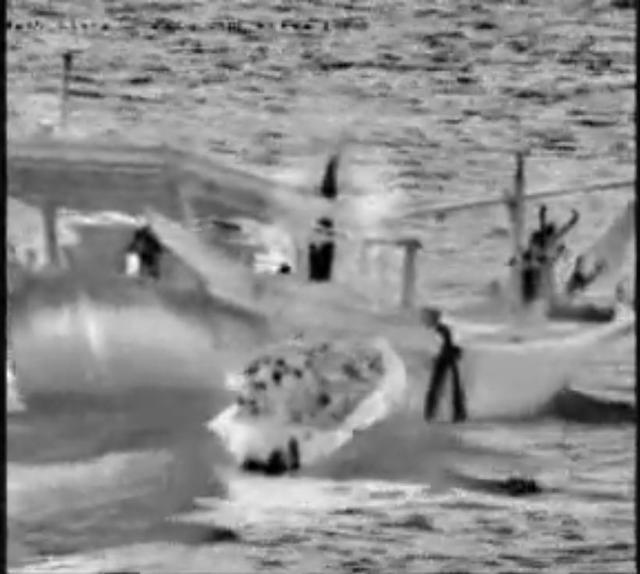 伊朗用帆船走私导弹,鹰击反舰导弹赫然在列,美海军士官瑟瑟发抖