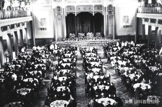 揭秘:中国顶级饭局,三个老头子在自家厨房做出开国第一宴!