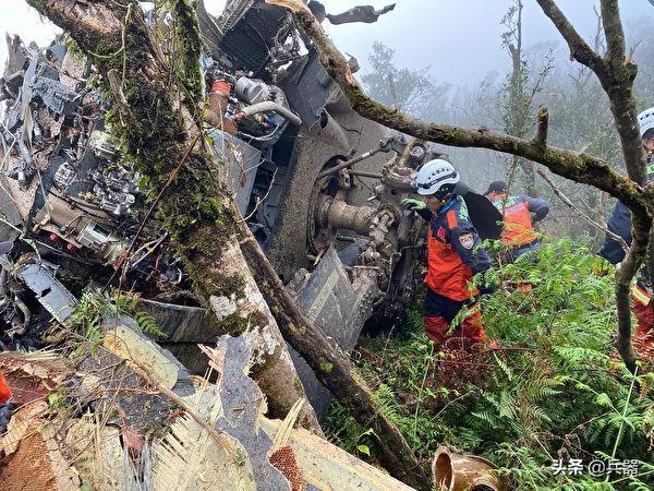台参谋总长坠机身亡调查:军方称驾驶员奋力救机,然而还是撞了山