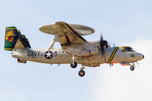 台媒:美军舰载预警机现身巴士海峡,航母可能将前往南海