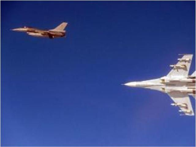 危险靠近俄防长座机,北约战机突显敌意,就不怕被俄军击落么?