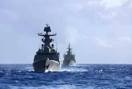 中国海军向东挺进!美航母高调西行 传达什么信号?