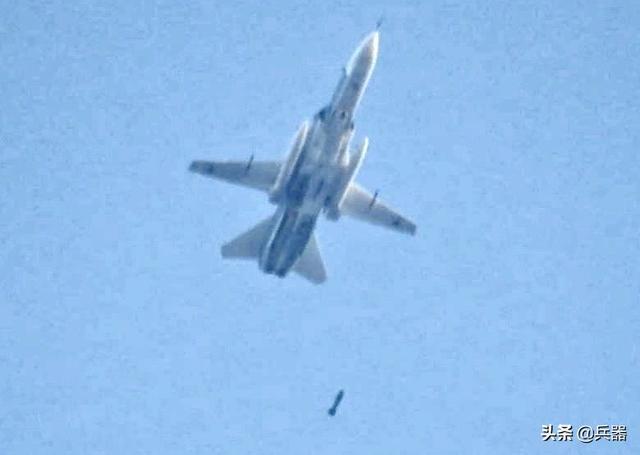 俄军炸了土耳其大兵?战斗民族轰炸机大开杀戒,胖揍反政府武装