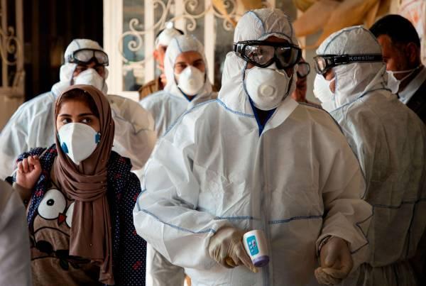 伊朗军方参与抗击新冠:军工厂为民众生产消毒液