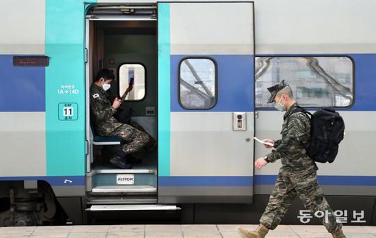 韩国11名军人确诊:覆盖4大军种 疑似军营内感染