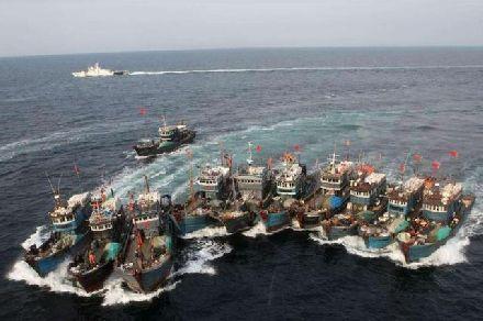 该国大批战舰现身南海,外交部:敢迈出一步就开打