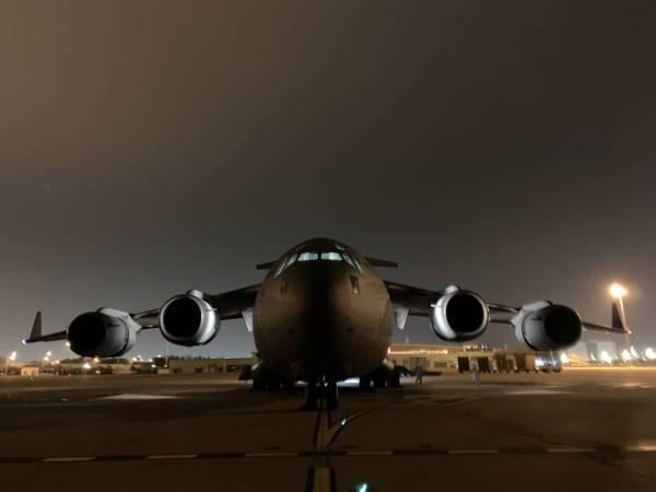 印度派军机送来15吨医疗物资