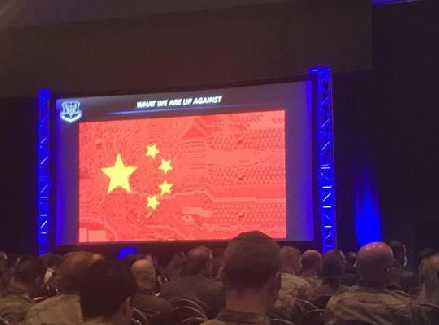 美空军正开会,中国国旗突然充满巨幕,文字引关注