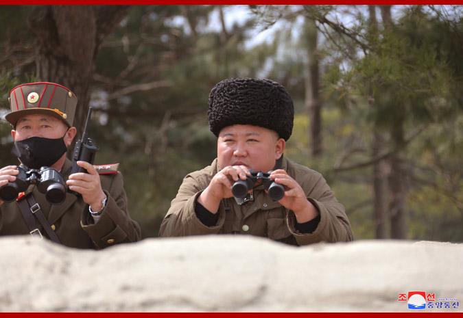 """金正恩称赞远程炮兵部队火力打击训练:""""非常完美""""!"""