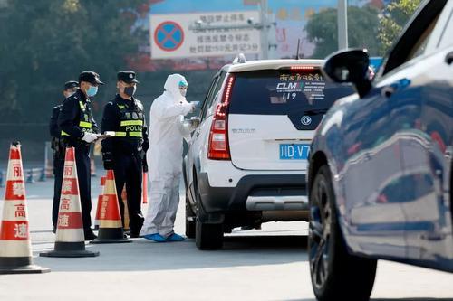 """美国务卿:中国人离开武汉都跑意大利 华春莹发""""6连怒怼"""""""