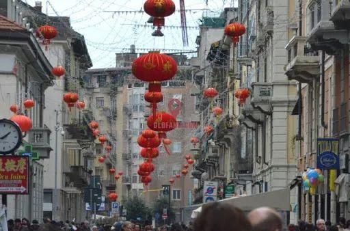 从打骂华人到感激中国,意大利人180度大转变