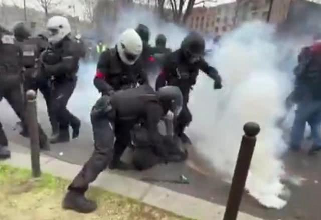 突发!法国民众称病毒是阴谋,无视蔓延继续暴力抗议!