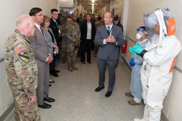 美防长:军方将支持应对疫情,已准备好在18个州建野战医院