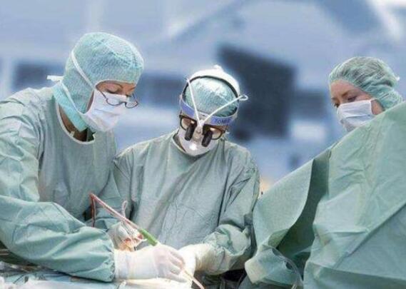 在中国专家建议下,塞尔维亚将会展中心改建方舱医院