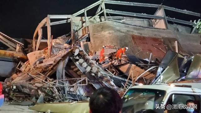 画面曝光!泉州酒店坍塌仅用时两秒 现已救出47人
