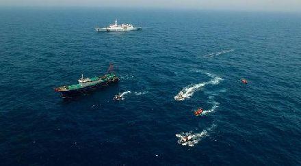 南海再起冲突,4000吨海警舰硬抗护卫舰:一步不退