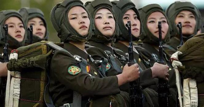 十八万朝鲜女兵英姿飒爽:让韩国人造美女黯然失色 全体沉默