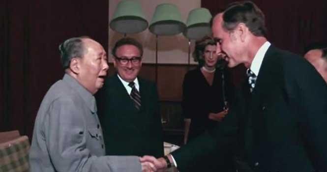 """美国前总统老布什 在毛主席面前羞涩的像个""""孩子"""""""