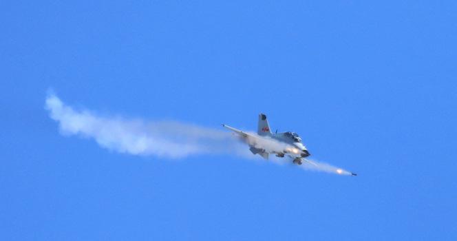 """""""雏鹰""""也能""""凶猛"""":海军航空大学对地攻击训练掠影"""