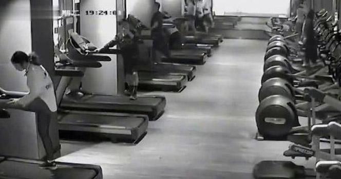 女子在健身房跑步机上不堪一幕被监控拍下 画面曝光让人不寒而栗