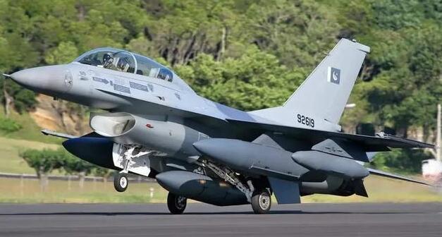 枭龙战机已被多国订购歼10却卖不出去,买家道出玄机