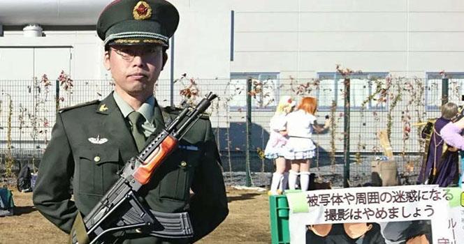 老外人手一把95步枪?别笑,还有解放军驻日本部队!