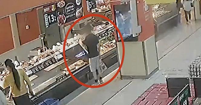 男子超市偷熟食 慌乱中偷了这个东西 接下来的一幕更荒唐