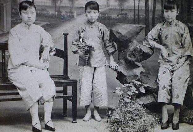清朝如何区分女人是汉族还是满族?有两个部位,一个明显一个隐私