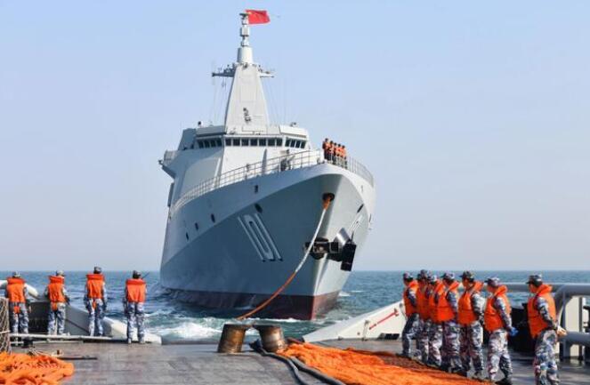 主机试车冒出第一缕黑烟,预示中国新型两栖攻击舰即将试航