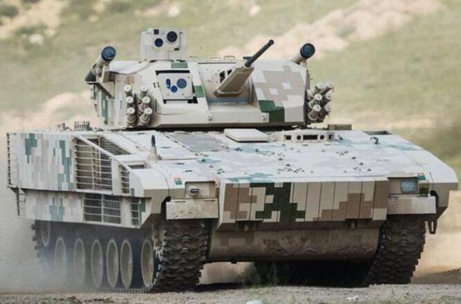 中国最强重型步兵战车,火控梦幻,为何只装2枚小导弹